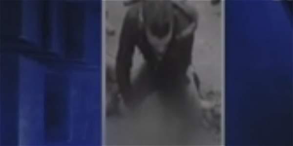 Video: golpean y desvisten a presunto ladrón en Bogotá