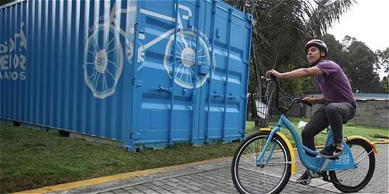 Distrito les enseña a niños y adultos a rodar en bici