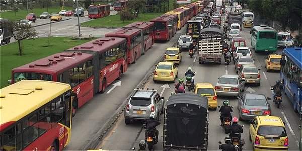 Colapso vial en sistema TransMilenio afectó movilidad en la calle 80