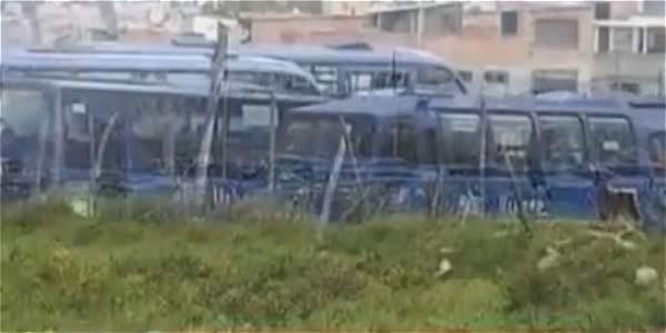 Cientos de buses de Sitp abandonados en patio talleres