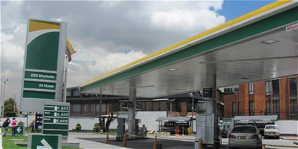 Esta es la estación de gasolina de la calle 106 con novena que tenía un escape de combustible.