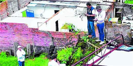 Reparan techos tras fuertes vendavales en La Mesa, Cundinamarca