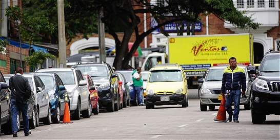 El negociazo del mal parqueo en la calle 71 con 10.ª de Bogotá