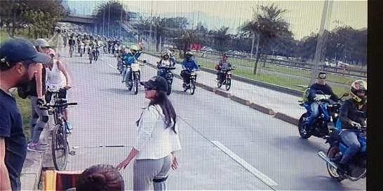 Multan a motociclistas que invadieron la ciclovía