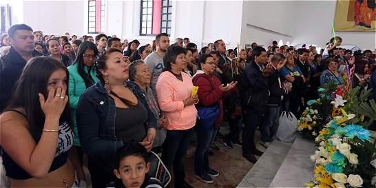 La abuela que se echa al hombro la Navidad en santuario de Guadalupe