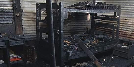 Mujer pierde su casa en un incendio que provocó su expareja