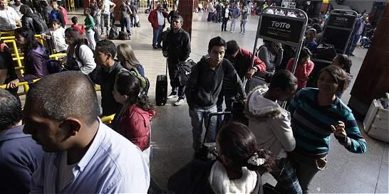 Pasajeros reportan complicaciones con los pasajes en las terminales