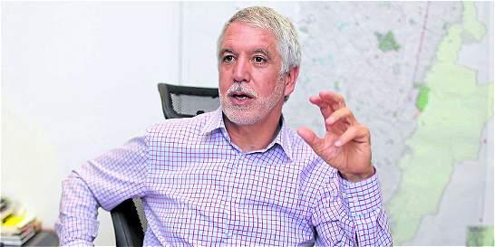 Radican oficialmente solicitud de revocatoria de Peñalosa