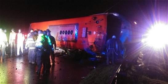 Accidente en Puerto Salgar deja cinco muertos y al menos 24 heridos