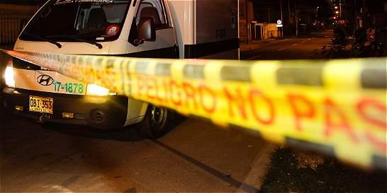 Policía asesinó con arma blanca a su esposa