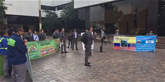Empleados de TransMilenio exigieron mejoras laborales