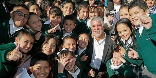 Con nervios pero felices, 830.000 niños y jóvenes iniciaron las clases