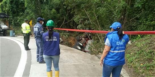 Tractocamión con ácido nítrico se accidentó en Guaduas