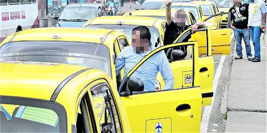 Las razones por las que usuarios no pagarían $ 500 de más a taxistas