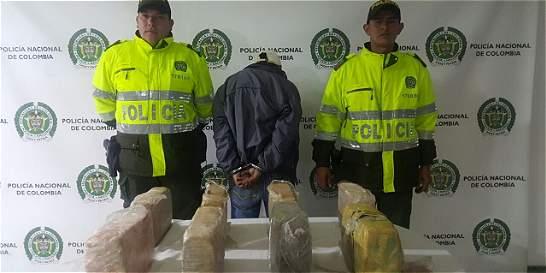 Capturan a menor de edad que transportaba droga en un bus