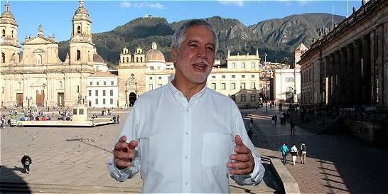 Alcalde Peñalosa propone días sin carro en horas pico