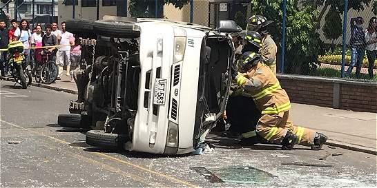 Accidente entre taxi y ruta escolar dejó 10 menores lesionados