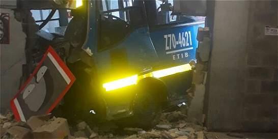 Conductor de bus de SITP habría sufrido un microsueño y chocó