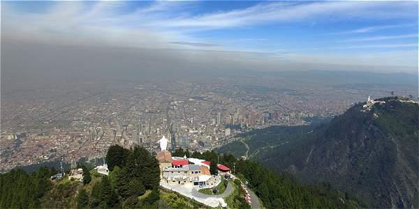 La nube de contaminación que cubre a Bogotá