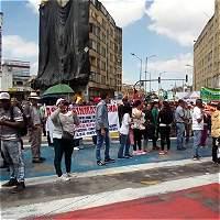Habilitan paso de TransMilenio tras protesta de vendedores ambulantes