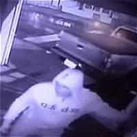 A hombre le roban camioneta mientras la estacionaba en su casa