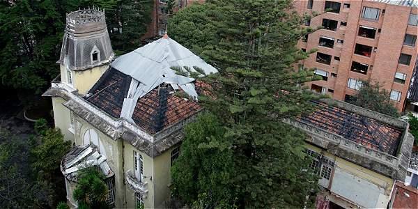 La fachada y el techo de Villa Adelaida han sido los más afectados por su abandono en dos décadas. Incluso, el artista Polar hizo un mural en el 2015 que después fue vandalizado.