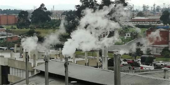 Sellan 3 fábricas por contaminación de aire y alcantarillado en Bogotá