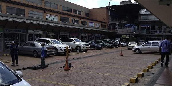 Alertan sobrecobros e irregulares en parqueaderos de Bogotá