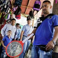 Raquetas eléctricas, el arma contra azote de mosquitos en Barranquilla