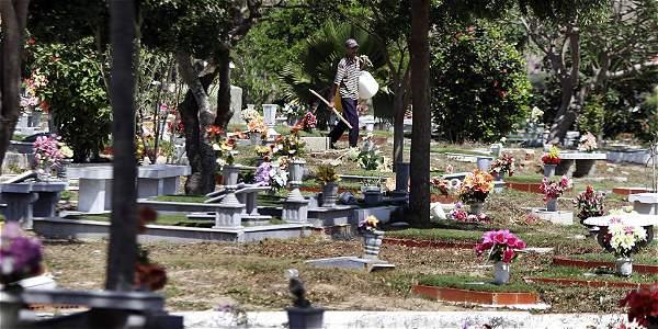 Cementerio abandonado en barranquilla archivo digital de for Cementerio jardin del oeste