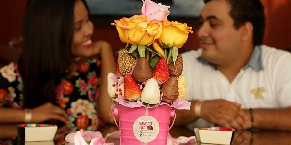 Con Fresas Y Mensajes De Amor Una Pareja De Barranquilleros