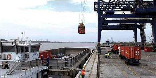 BCT mueve carga pesada a través del río Magdalena, después de un año