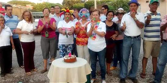 En Barranquilla le celebran el 'cumpleaños' a un hueco