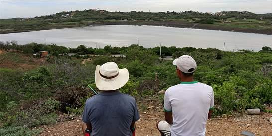 Empieza suministro de agua al Lago del Cisne