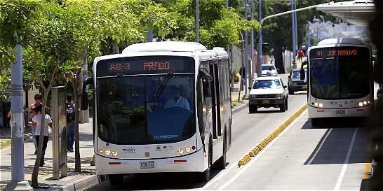 Mujer que fue arrollada por bus de Transmetro, en estado crítico