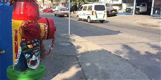 En Barranquilla, 100 hidrantes se visten de Carnaval