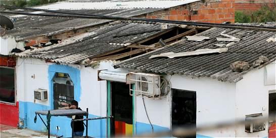 Pánico por vendaval que destechó 33 casas en sur de Barranquilla