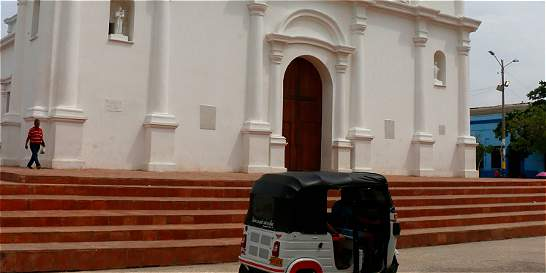 Misas en Soledad (Atlántico) son con paragua en mano