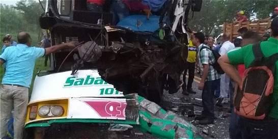 22 heridos en accidente de tránsito en vías del Atlántico