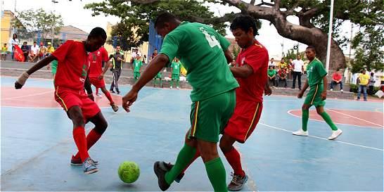 Habitantes de la calle en Barranquilla se juegan un partido vital