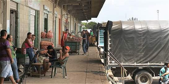 Venezolanos vienen a mercar a Barranquilla