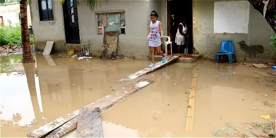 Lluvias comienzan a inundar casas y a dejar primeros damnificados