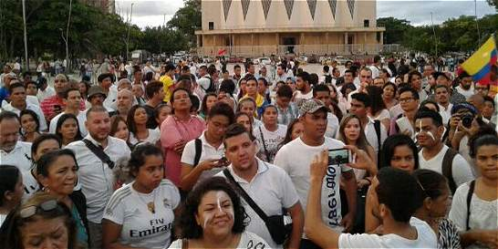En Barranquilla, 500 personas hicieron plantón por la paz