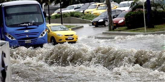 Taxista en Barranquilla prefirió entrar a un arroyo a ser robado