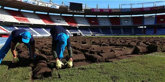 Inició instalación del nuevo gramado en el estadio Metropolitano
