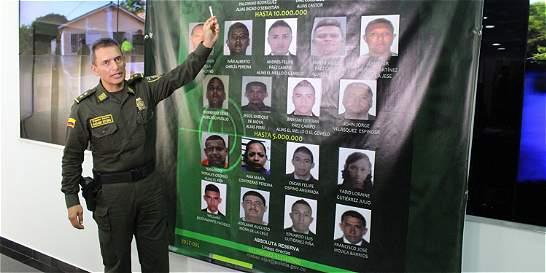 Policía entrega el afiche de los 19 más buscados en el Atlántico