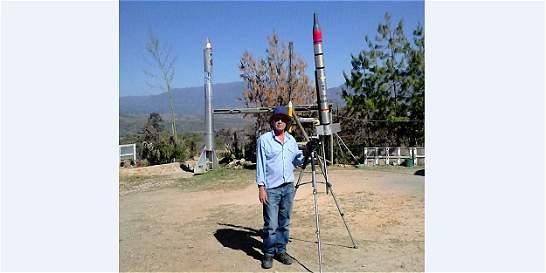 El hombre que quiere lanzar cohetes a las nubes para hacer que llueva