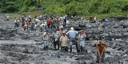 Guaqueros en el río Minero no van más
