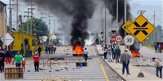 Noche de colapso y zozobra para Boyacá en medio del paro de camioneros