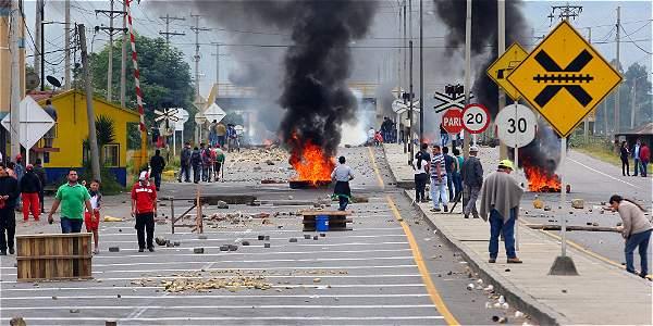 Disturbios entre manifestantes y la Policía en el sector Higueras de Duitama, Boyacá.